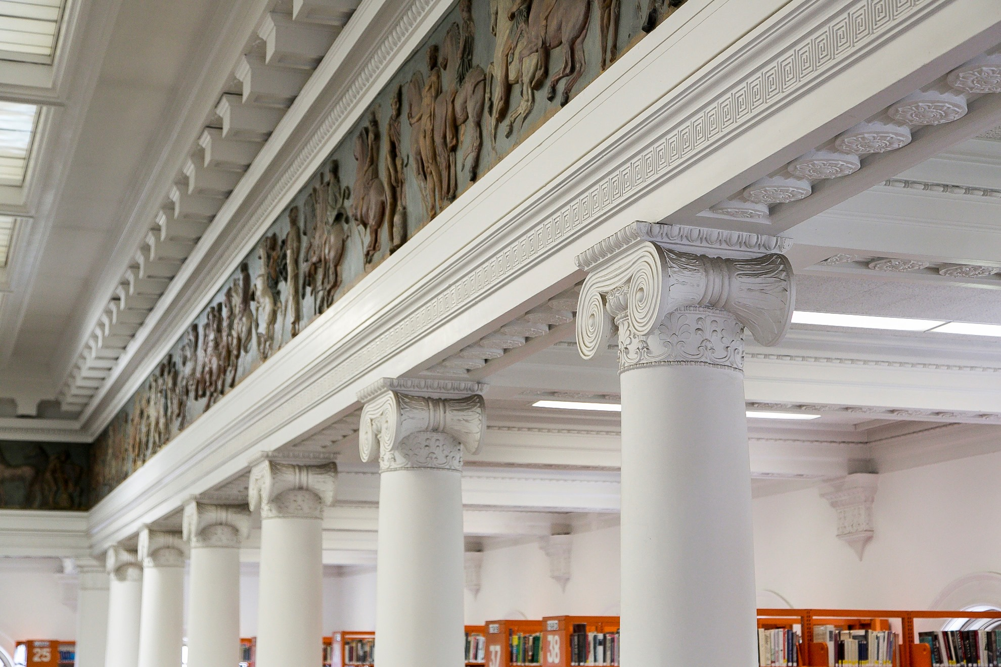 Image depicting the columns in the Central library reading room.